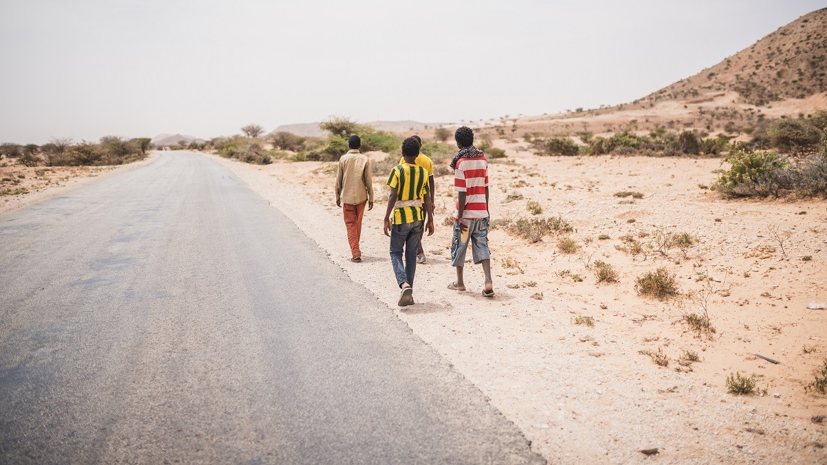 Four young Ethiopian Oromo men, aged 14-17, on their way from Hargeisa to Berbera in late July. They will try to find work in Berbera for a couple of months to save for their journey to Yemen. The war in Yemen won't deter them, they say