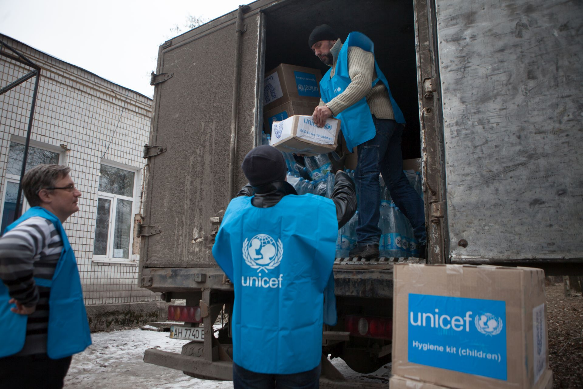 Unloading and distribution of humanitarian supplies from #UNICEF in the hospital number 4, #Donetsk.