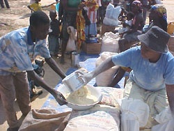 [Angola] Angolans in Cuemba depend on relief food to survive.