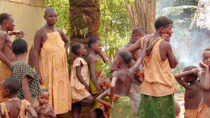 "Indigenous populations (""pygmies"") in Mbaiki, Central African Republic (taken July 2002)"