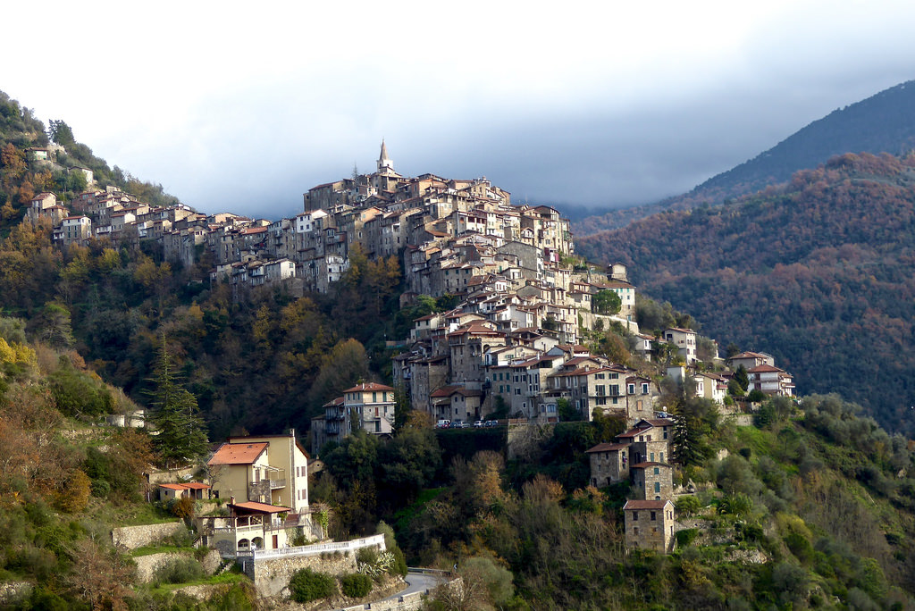 The problem of medieval villages and earthquakes Italianvillage