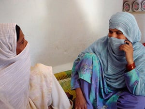 [Pakistan] Lady health workers in Mardan educate pregnant women on personal hygiene and dietry requirements.