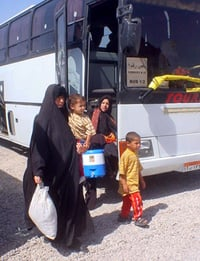 [Iraq] Iraqi families arrive in the southern city of Basra after 15 years in Iran.