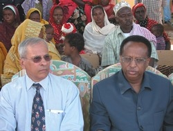 [Djibouti] UNICEF Representative in Djibouti Keith McKenzie (l) and Djibouti's Minister of Education Abdi Ibrahim Absieh (r)at the launch of the UNICEF State of the World Children 2004 Report in Damerjog, Djibouti [UNICEF Djibouti]
