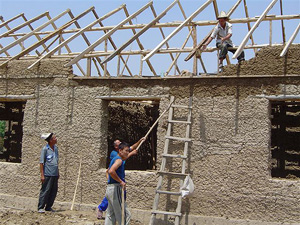 [Kyrgyzstan] Local people construct a school at Touy-Moyoon village in Batken oblast.
