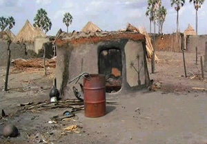 [Sudan] Burned and abandoned homes in Datang, Shilluk Kingdom, southern Sudan.