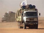 [Chad] Truck in WFP convoy carrying food across the Sahara desert from Libya to refugee camps in eastern Chad in 2004.