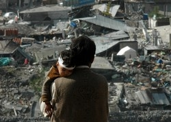 [Pakistan] Balakot, Pakistan, A father holds his injured child as he surveys the damage to the devastated city of Balakot. [Date picture taken: 10/17/2005]