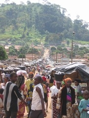 [Cote d'Ivoire] The main market in rebel held Man nestles at the foot of one of 18 lush peaks dotted around the city. [Date picture taken: 10/26/2005]