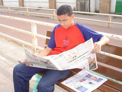 [Egypt] Egyptian newspapers are read by many people as a source of news and its credibility is an important factor. [Date picture taken: 2005/08/15]