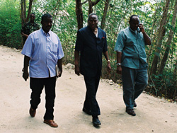 [Somalia] Interim President Yusuf Ahmed (centre) with aides in Jowhar, 1 August 2005.