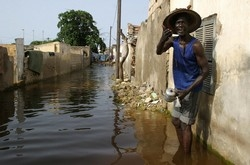 [Senegal] Inhabitant of Medina Gounass, one of the worst affected areas of the flooded suburbs of the Senegalese capital. When heavy rain started flooding homes in Dakar's shanty towns in August, the government launched an emergency rescue plan across t