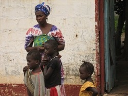 [Senegal] Refugees from Casamance sheltering at an abandoned police station across the border in The Gambia. [Date picture taken: 06/09/2006]