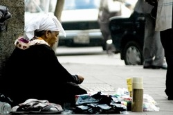 [Egypt] Umm Magdy, 72, has been selling her wares on al-Bustan Street in Cairo since her husband died 15 years ago. [Date picture taken: 10/30/2006]