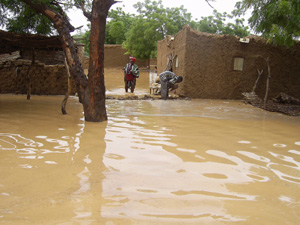 [Burkina Faso] Flooding in Burkina Faso's northern area of Gorom-Gorom, 1 September 2006. Gorom-Gorom is 270 km north of the capital Ouagadougou and close to the Niger and Mali border. The homes of 6,000 people disintegrated in lashing rain, forcing occup