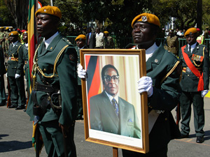 [Zimbabwe] Soldiers hold aloft a portrait of President Robert Mugabe in the capital Harare. [Date picture taken: 12/2006]
