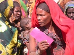 [Somalia] Women and children at food distribution in Isdorto. [Date picture taken: 01/26/2006]
