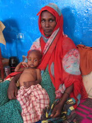 [Ethiopia] This woman in the Gode feeding center, some 1,000 km south-east of Addis Ababa in the Somali region, has brought her malnourished one year old child to the hospital, because she has nothing more to feed him, except sweet water. [Date picture ta