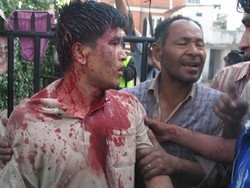 [Nepal] A policeman is almost lynched by agitated demonstrators after their 