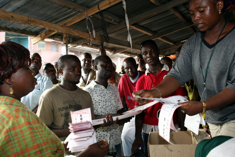 Officials of Nigeria's electoral commission count ballot papers after a day of voting in nationwide governor and state elections at a polling station, Lagos,14 April 2007.  Tension and violence in the weeks before polling day was blamed by some observers
