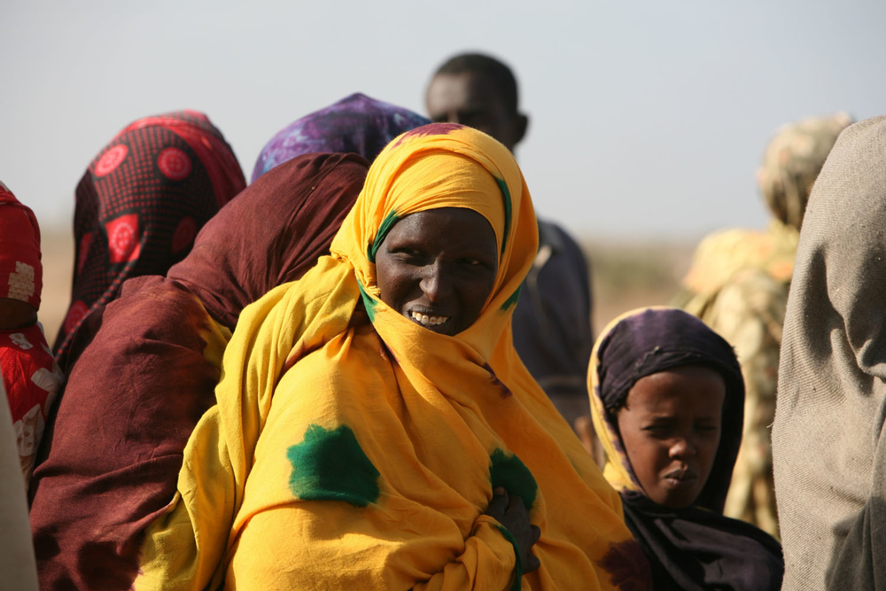 Displaced people waiting in line for food to be distributed, in hot and arid conditions in Jowhar, Somalia, September 2007. Hundreds of thousands of Somalis still face starvation.