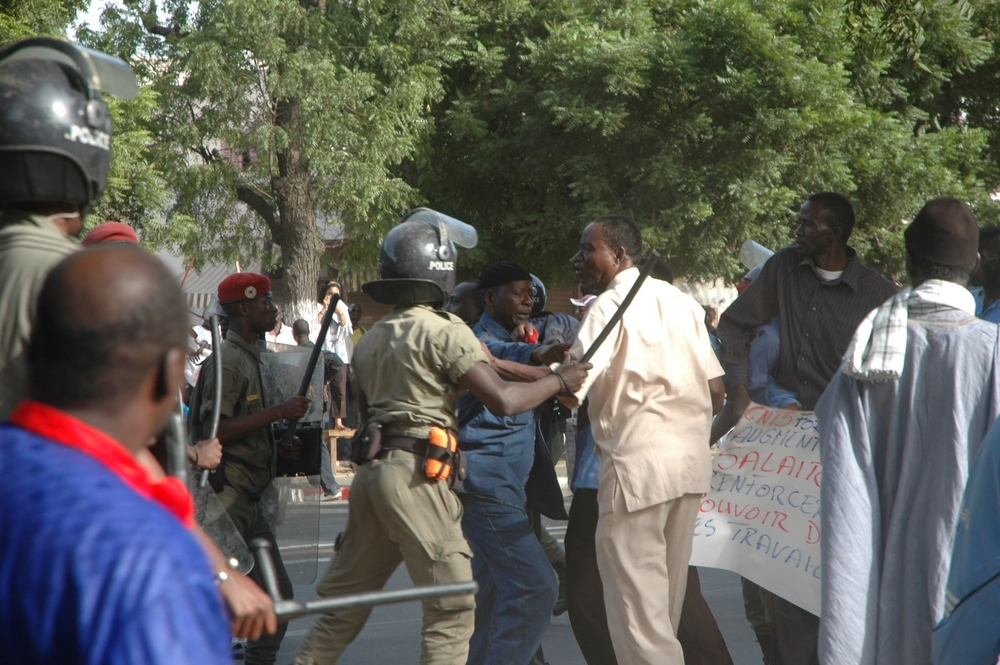 Protesters clash with riot police in the Senegalese capital, Dakar, during a march over the high cost of living (21 Nov 2007)