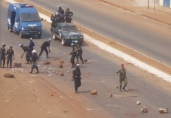 "[Guinea]  Security forces clash with police during demonstrations against President Lansana Conte in mid-January. Human Rights Watch says Guinea's police who frequently kill protestors have a ""culture of impunity"" [Date picture taken: 01/17/2007]"