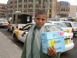 [Yemen] A young boy on the streets of Sana'a sells tissues to passing motorists. Yemen has seen a sharp rise in the number of street children over the past five years. [Date picture taken: 21/06/2007]