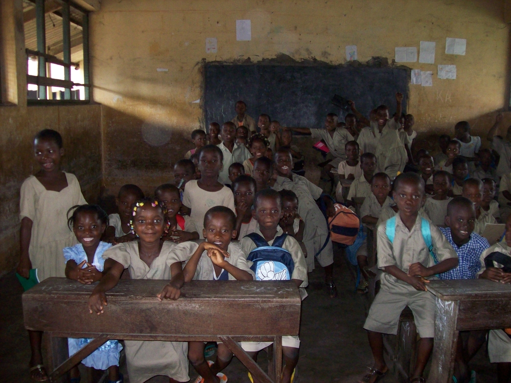 The first wave of no-fee primary students line up for the 2008-09 school year at Ahanoucope primary school in Lome.