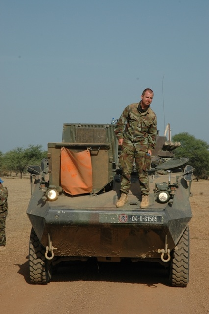 A 50-member MINURCAT escort accompanies one UNICEF vehicle out of Goz Beida