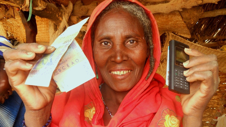 Agaycha Awikguini, a 50-year-old widow receives her first emergency cash transfer from Concern, in Tahoua province