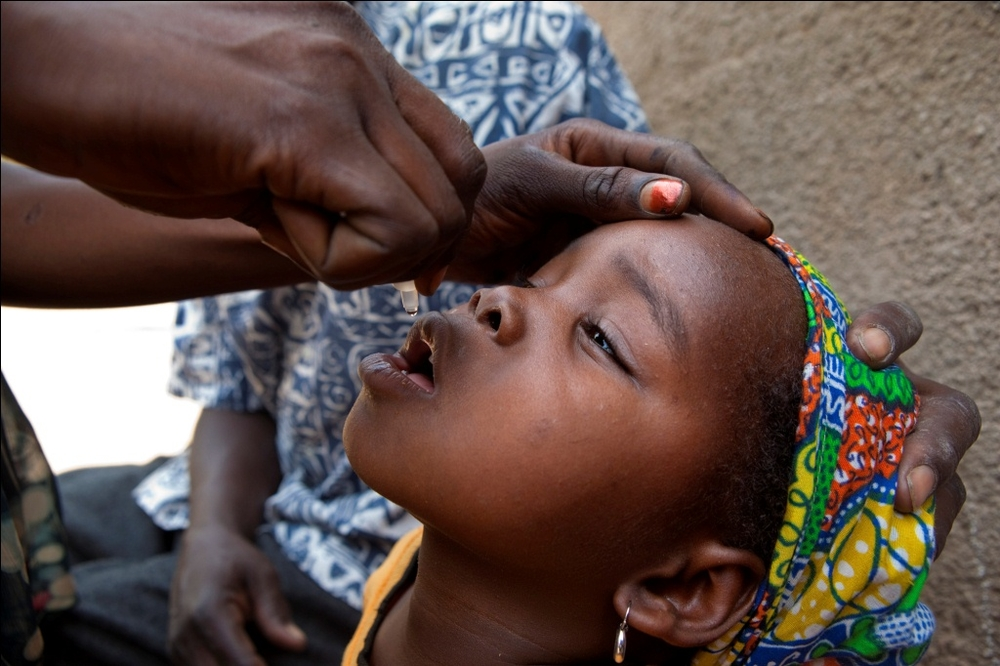 Child in Chad receiving the polio vaccine