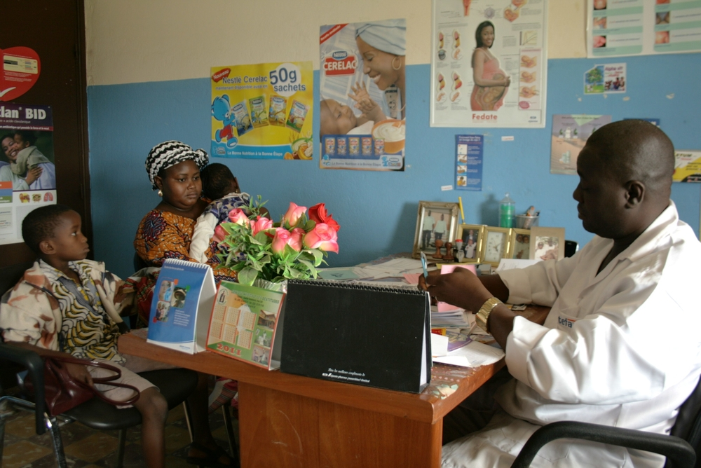 A woman with her children consulting a doctor at the community health centre in Abobo-Te, in the Ivoirian economic capital Abidjan. July 2011