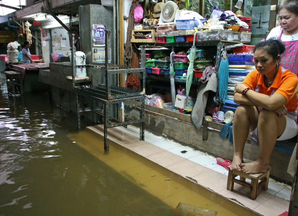 Flooding along Chao Praya river in Bangkok. Residents are sandbagging in anticipation of flooding, which has been anticipated for weeks across the city as flood runoff arrives from the north