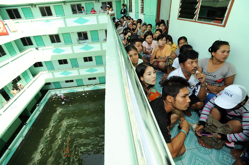 Burmese migrants caught in Thailand floods