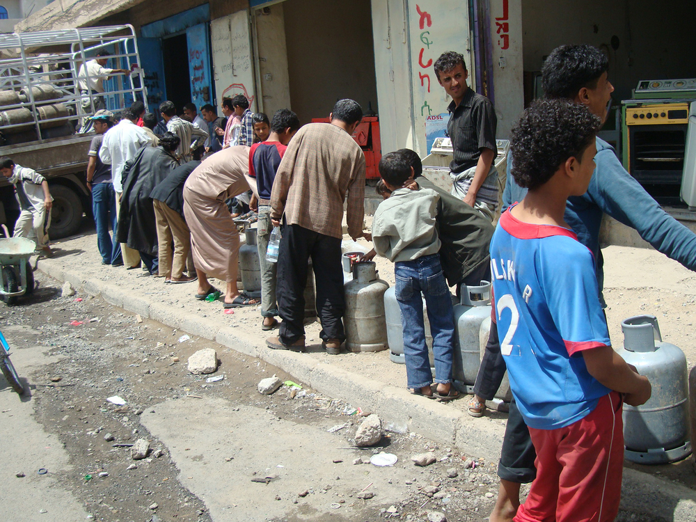 Children lining up for propane gas in Sanaa amid unprecedened shortage of the community that increased its price by 300 percent