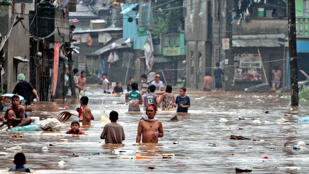 A flooded slum in Manila (Aug 2012)