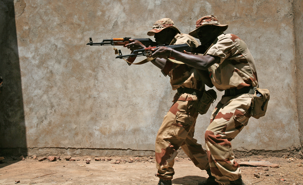 Malian soldiers take part in training conducted by a European Union mission