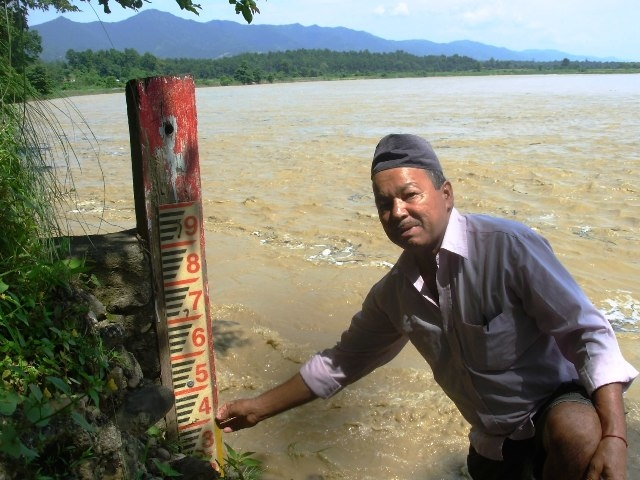 Gauge reader Bhadra Bahadur Thapa has the life-saving job of measuring the river water level in Kusum. Floods are a major challenge in Nepal