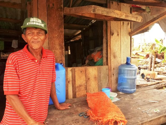 Virgilio Cerdo, an 86 year old coconut farmer in the town of Guiuan, does not know how to begin rebuilding his lost livelihood in the aftermath of Typhoon Haiyan, which devastated large parts of the central Philippines on 8 November 2013