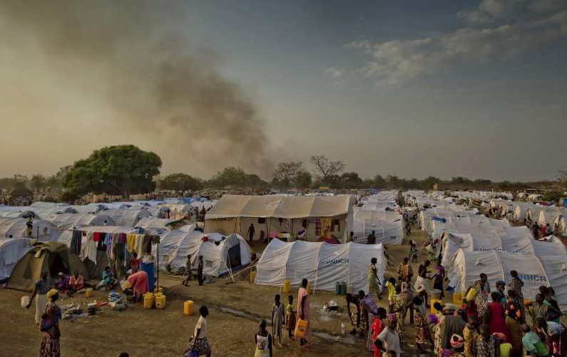 Evening approaches at the Dzaipi transit centre in northern Uganda, where UNHCR has erected tents for many of the refugees