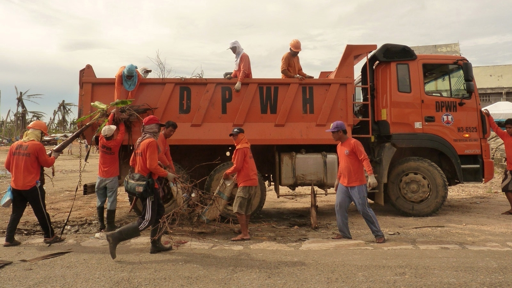 Cash for work programmes, including clean-up activities, were a crucial part of the initial recovery after typhoon Haiyan in the Philippines.