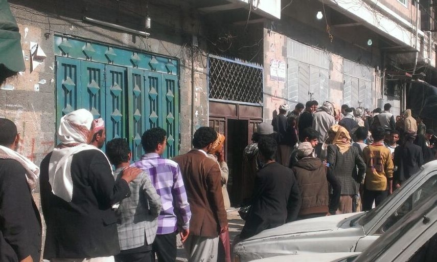 Yemenis queue to buy flour and wheat in Sana'a on April 1, 2015