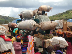 [Tanzania] Burundi refugees carries belongings across border at Kobero