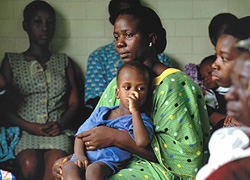 [Africa] Women and child patients waiting for treatment.