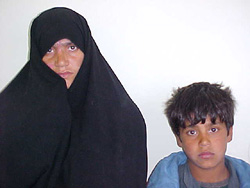 [Afghanistan] Forced from Iran, Bibi Gul and her children are alone.