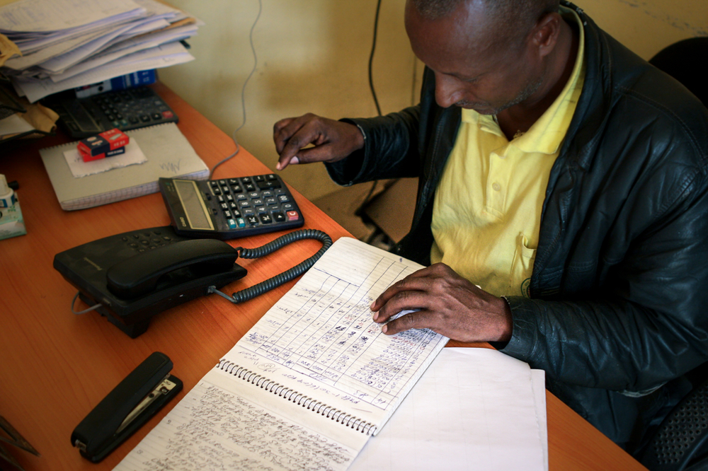 Luel Abera, reception coordinator at the Adinbried entry point, keeping track of the number of Eritrean arrivals.