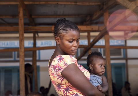 Photo of a mother holding a child in Central African Republic