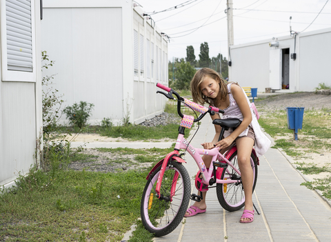 Photo of girl in a displaced persons centre in Kharkiv, Ukraine