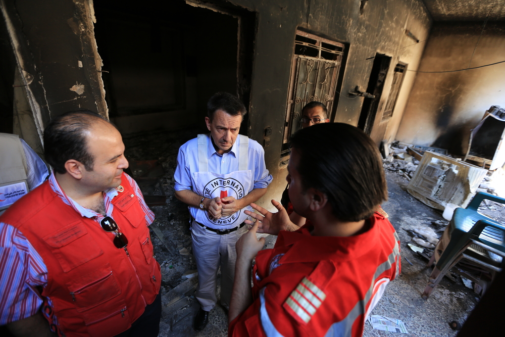 ICRC President Peter Maurer visits bomb site in Syria